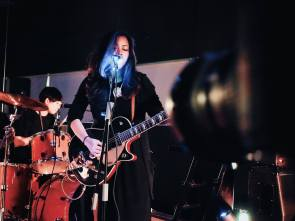 Beatrix Alcala (Vocals/Guitars) & Karla Pundaodaya (Drums)© Syamirah Juli, Atmos Tropos 3.0 @ Analog Factory, 2016)